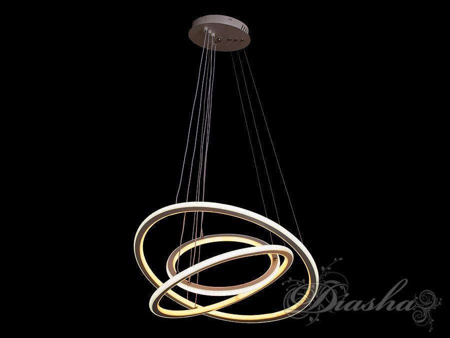 Такая люстра запросто подойдет под любой интерьер – классический, современный и даже в стиле «хай-тек». Регулируемые подвесы позволяют выстроить каждому свой неповторимый рисунок из колец. Такая люстра может стать как центральным освещением для зала или кухни, так и отличным решением для освещения лестничного холла. Люстра из светодиодных колец позволяет распределить свет по всей своей высоте равномерно в отличии от